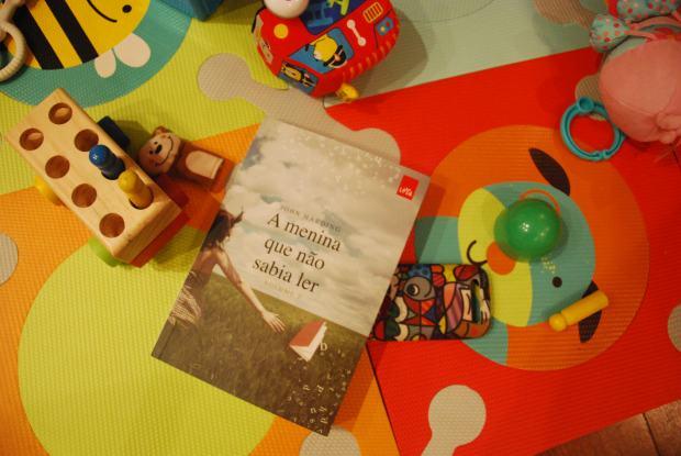 Foto por Júlia A. O. (quase que deixo minha filha rasgar o livro, mas seria heresia imperdoável...)