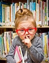 criança lendo fofa